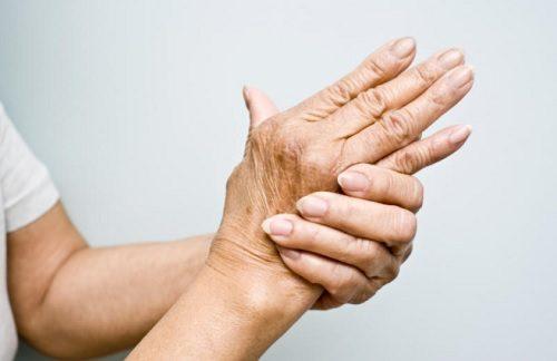Magnesium-Öl hilft bei schmerzenden Händen