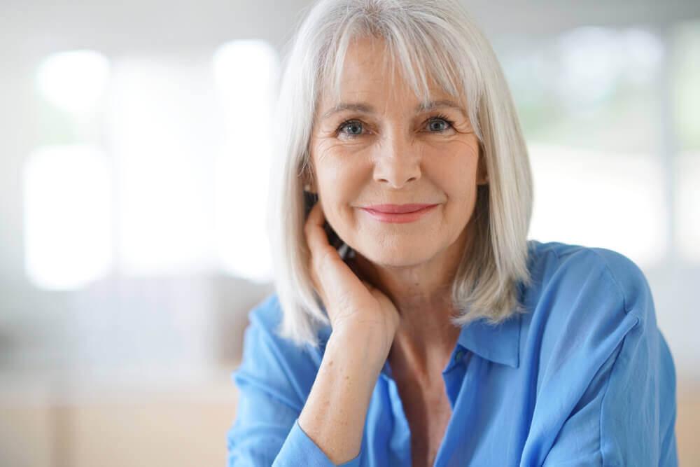 3 Hausmittel, um graue Haare abzudecken