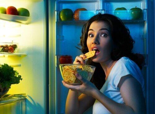 Abnehmfallen: leckere Speisen im Kühlschrank