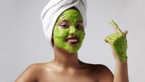 Avocado für Gesichtsmasken gegen Falten