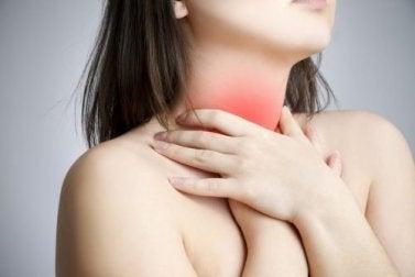 Druckunkte gegen Halsschmerzen