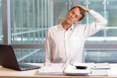 Einfache Übungen zur Linderung von Nackenschmerzen