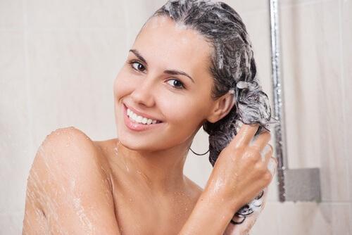 seltener Haare waschen