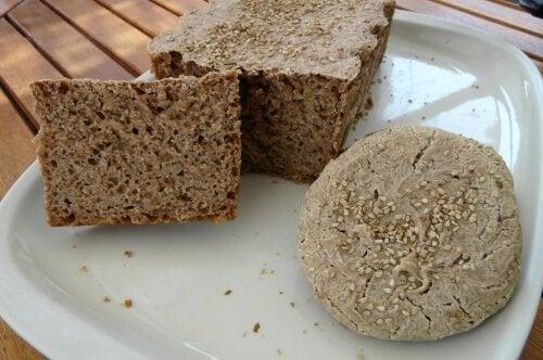 Glutenfreies Buchweizen-Reisbrot: einfach und köstlich