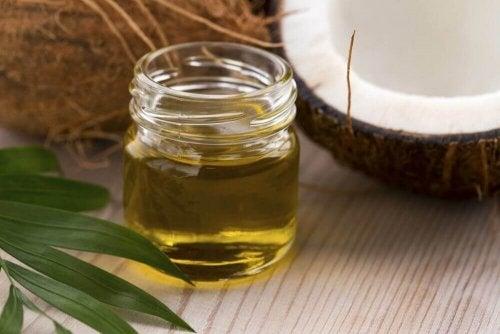 Kokosöl und Honig ergeben einen effektiven Make-Up-Entferner.