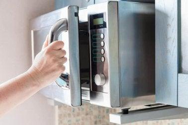 Mikrowelle eignet sich für Mikrowellen-Kuchen