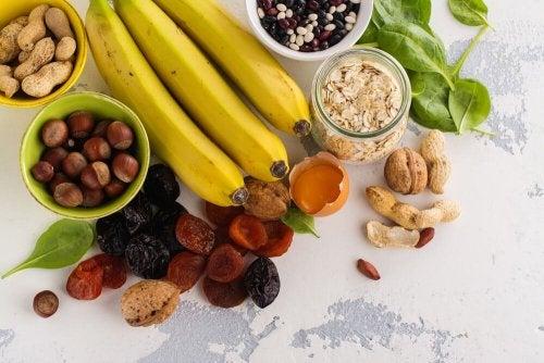 Iss Bananen, um Muskelkrämpfe vermeiden zu können.