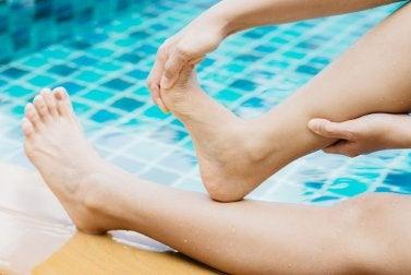 Ziehe deine Zehen nach hinten, um Muskelkrämpfe vermeiden zu können.