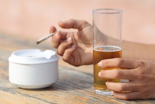 Schlechte Angewohnheit Zigaretten Bier