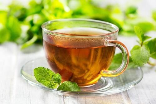 Tee aus Pfefferminze