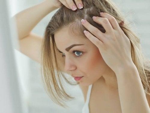 10 häufige Ursachen von Haarausfall