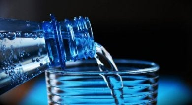 Geheimnisse von Flaschenwasser aus Plastikflaschen
