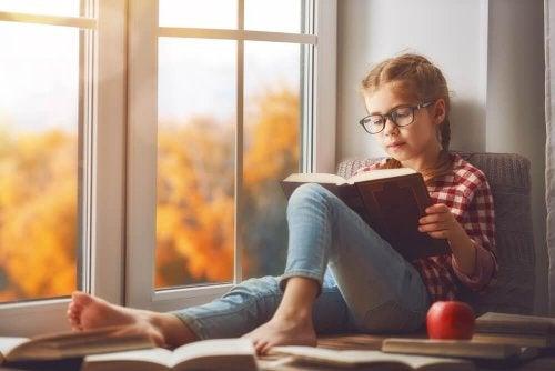 Wie man die Liebe am Lesen bei Kindern anregt
