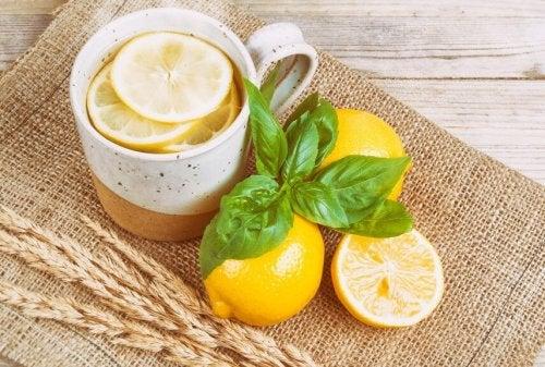 Zitronentee gegen Kopfschmerzen