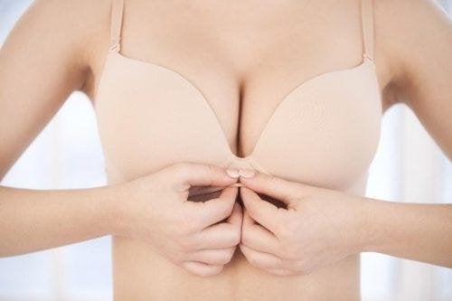 Brustgesundheit: Sind Pickel rund um die Brustwarze normal? —
