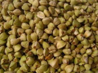 Gesunde Buchweizensamen für einfaches und schnelles glutenfreies Buchweizen-Reisbrot.
