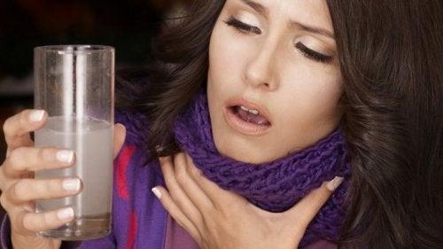 Heiserkeit oder Stimmveränderungen als Anzeichen für Halskrebs