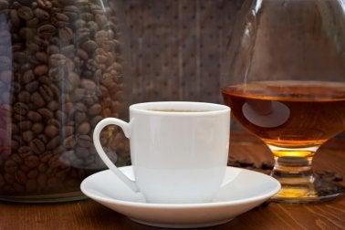 Lebensmittel, die die Bildung von Harnsäure steigern: Kaffee