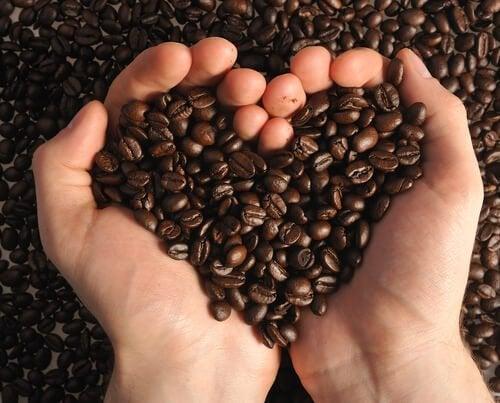Kaffee für natürliche Hautpeelings