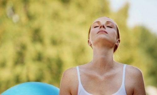Panikattacke lindern indem die Atmung kontrolliert wird