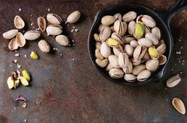 Warum du unbedingt Trockenfrüchte essen solltest: Pistazien heñfen uns, in Form zu bleiben