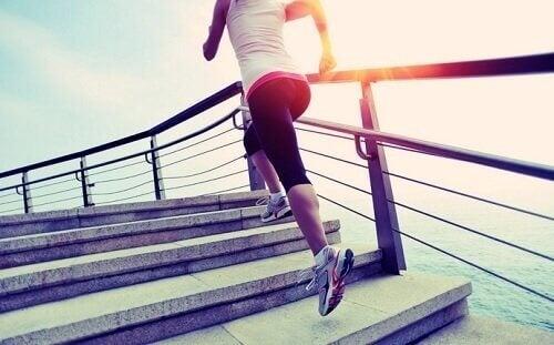 Mit Sport abnehmen - wie Hormone dein Gewicht beeinflussen.