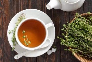 verdauungsfördernder Tee aus Thymian