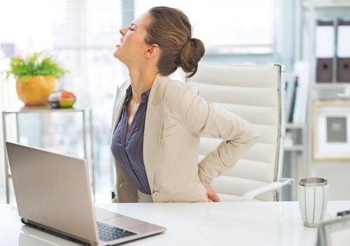 Abnutzung der Bandscheiben kann Rückenschmerzen verursachen