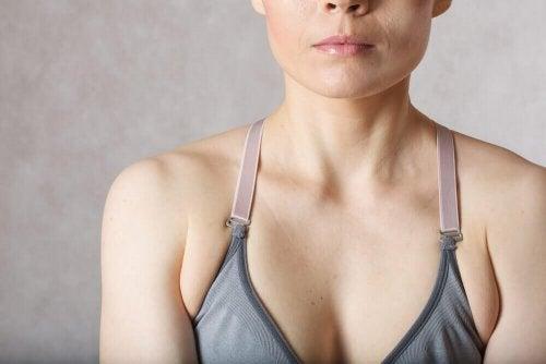 Übungen gegen Fettpölsterchen unter den Achseln