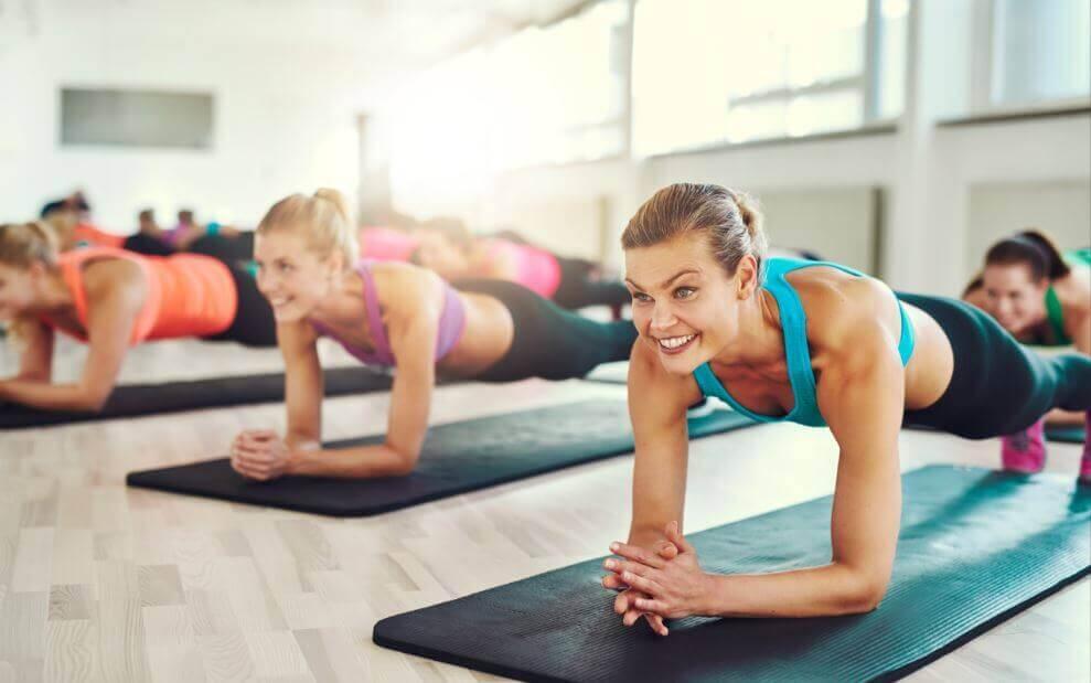 Bankstütz: die perfekte Übung für einen flachen Bauch