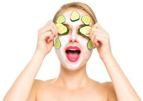 Gurkenmaske gegen Augenringe