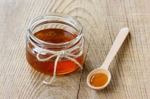 Heilmittel mit Honig gegen Kopfschmerzen.