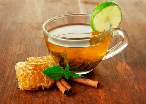 Heilmittel mit Honig gegen Menstruationsbeschwerden.