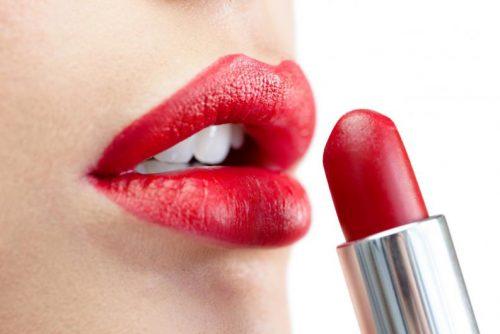 Roter Lippenstift und andere Beauty-Produkte nicht teilen