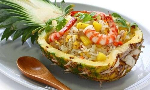 Ananas mit Shrimps zur Behandlung von Verstopfung