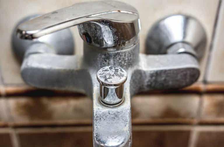 Wie du Ablagerungen im Badezimmer beseitigen kannst