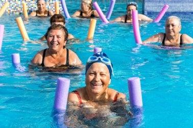 Übungen für Senioren: Aqua-Aerobic