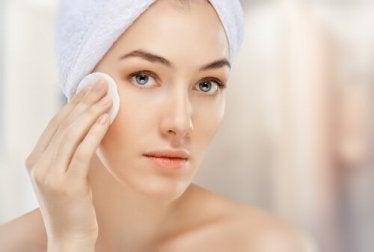 Es ist nicht nötig, die Haut nach der Anwendung erneut zu reinigen.