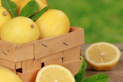 Mit Zitronensaft Hautunreinheiten beseitigen