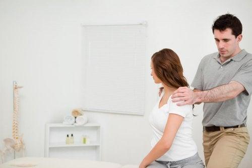 Bessere Haltung durch Übung für einen flachen Bauch