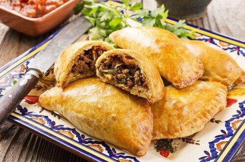 Rezept für hausgemachte Empanadas mit Fleisch oder Huhn