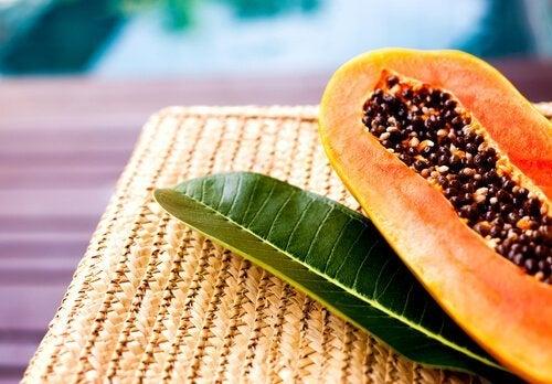 Papayakerne essen, um Fett zu verbrennen