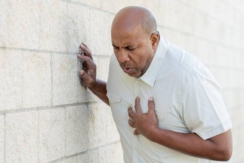 Erste-Hilfe-Tipps für einen Herznotfall: Herzversagen oder Herzinfarkt