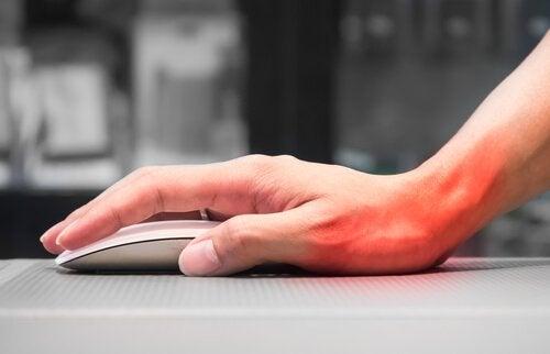Übungen für die Hände, um dem Karpaltunnessyndrom vorzubeugen