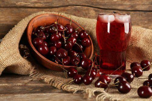 Früchte die deinem Körper Feuchtigkeit spenden - Kirschen