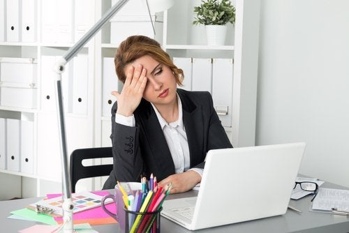 Langes Sitzen ist einer der Gründe warum du dich müde fühlst