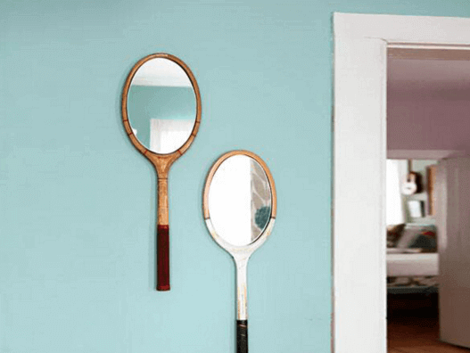 Modische Raumgestaltung mit Spiegeln.