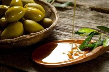 Natives Olivenöl schützt den Körper.
