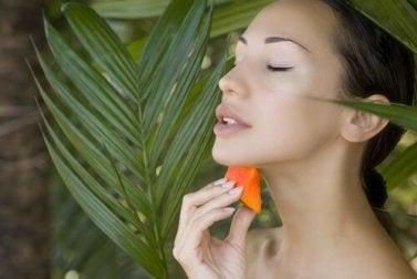 Papayakerne essen und Akne bekämpfen