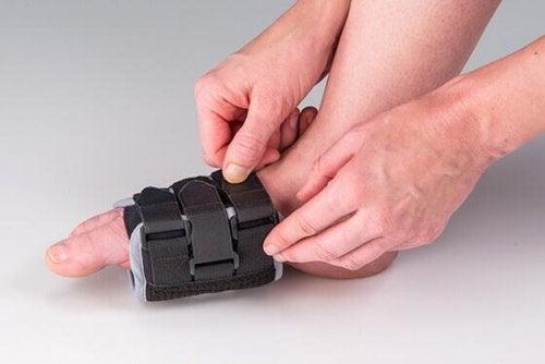 Bandagen können gegen das Restless-Legs-Syndrom helfen